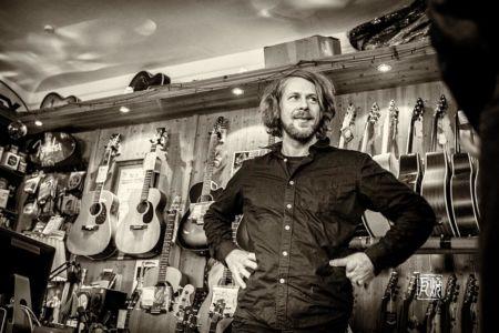 Photo des Gitarristen Kalle Kalima von Frank Schindelbeck Fotografie